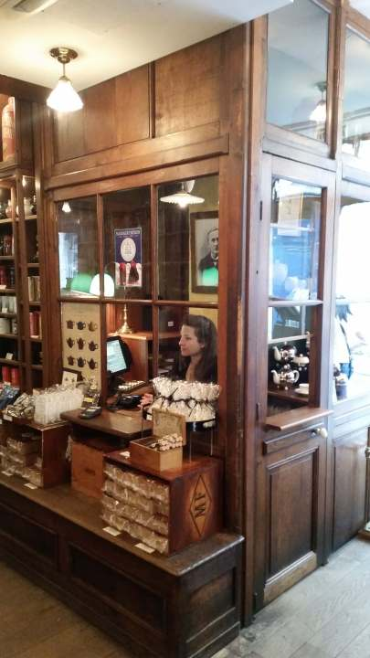 Cashier box mariage freres paris france