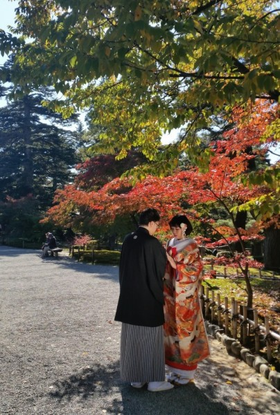 Japanese wedding couple in Kenrokuen garden Kanazawa