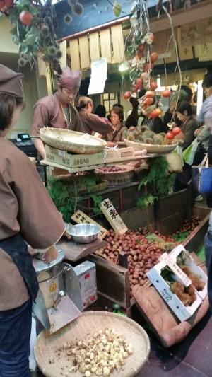 roasted chestnuts at nishiki market kyoto