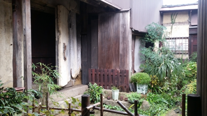 courtyard in tomonoura traveljapan