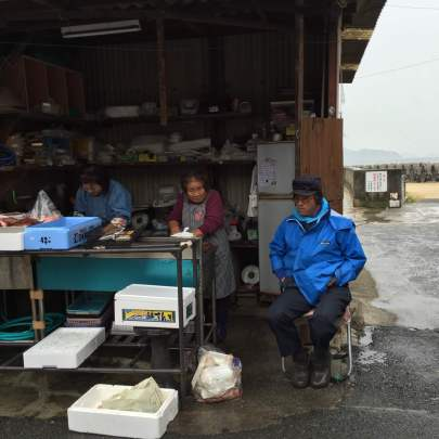 fish shop in tomonoura traveljapan